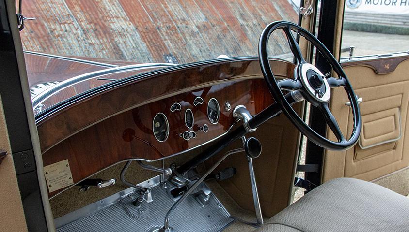 1929-Packard-640 interior