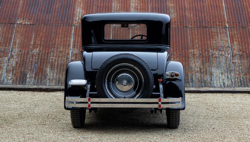 1929-Packard-640 rear profile